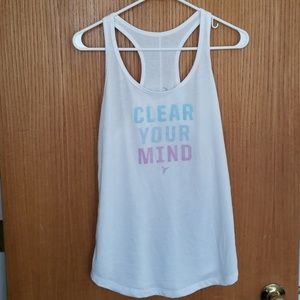 Old Navy semi-fitted workout tank - size Medium